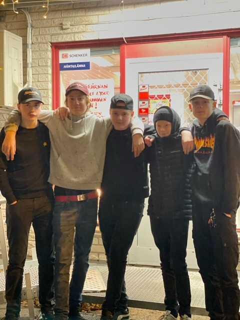 Vännerna Oskar, Loke, Kevin, Sigge och Liam räddade kvinnan.