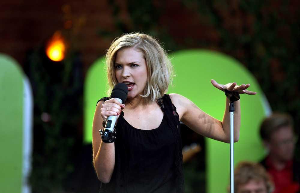 Allsång på skansen 2010. Efter framgången i Idol uppträdde hon bland annat på Skansen...