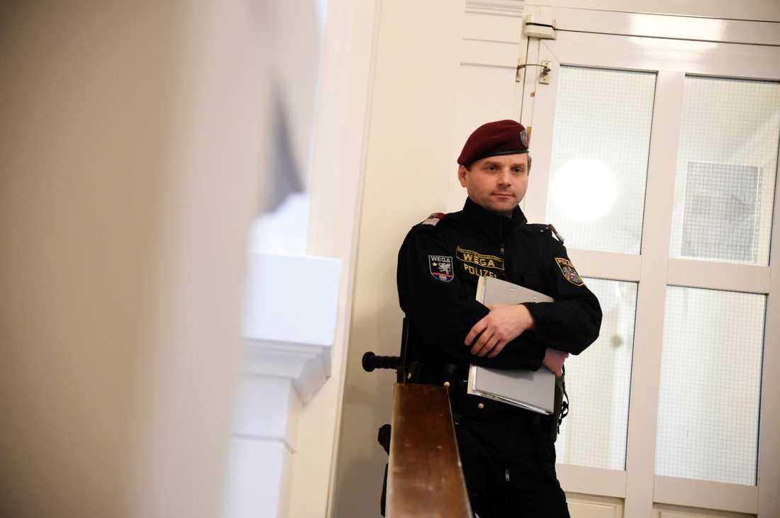 Rättegången mot 17-åringen från Linköping hölls i Wien, utan förhöjd säkerhet.