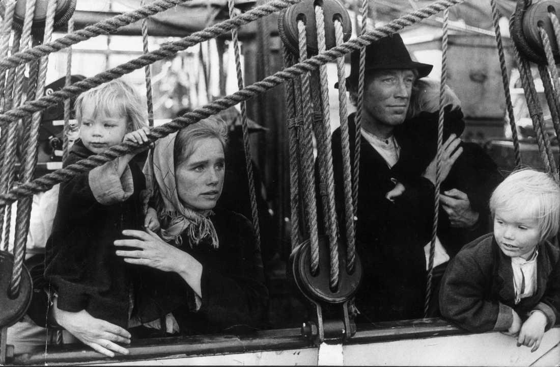 """Liv Ullmann som Kristina och Max von Sydow som Karl Oskar i Jan Troells film """"Utvandrarna"""", som visas på Stockholms filmfestival för att hedra von Sydow. Arkivbild."""