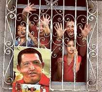 Hugo Chávez är enormt populär bland Venezuelas fattigare befolkning, som har fått det mycket bättre sedan han blev president.