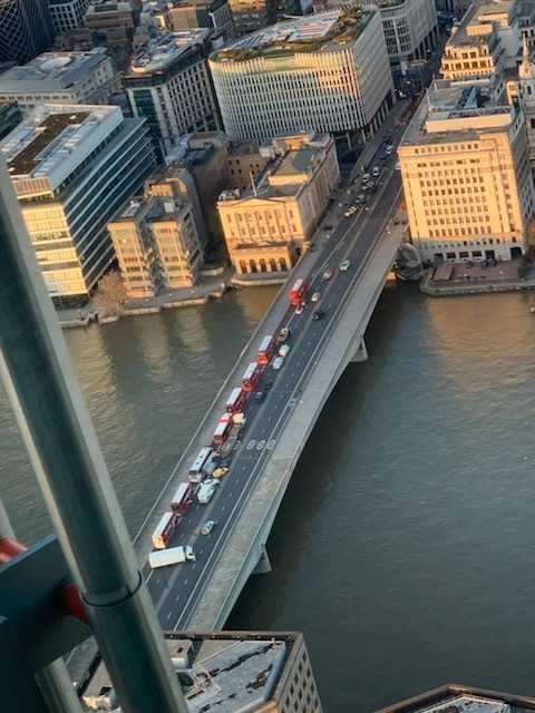 Svenske Viktor Lockström är på plats i London och befann sig uppe i skyskrapan The Shard, precis bredvid London Bridge.