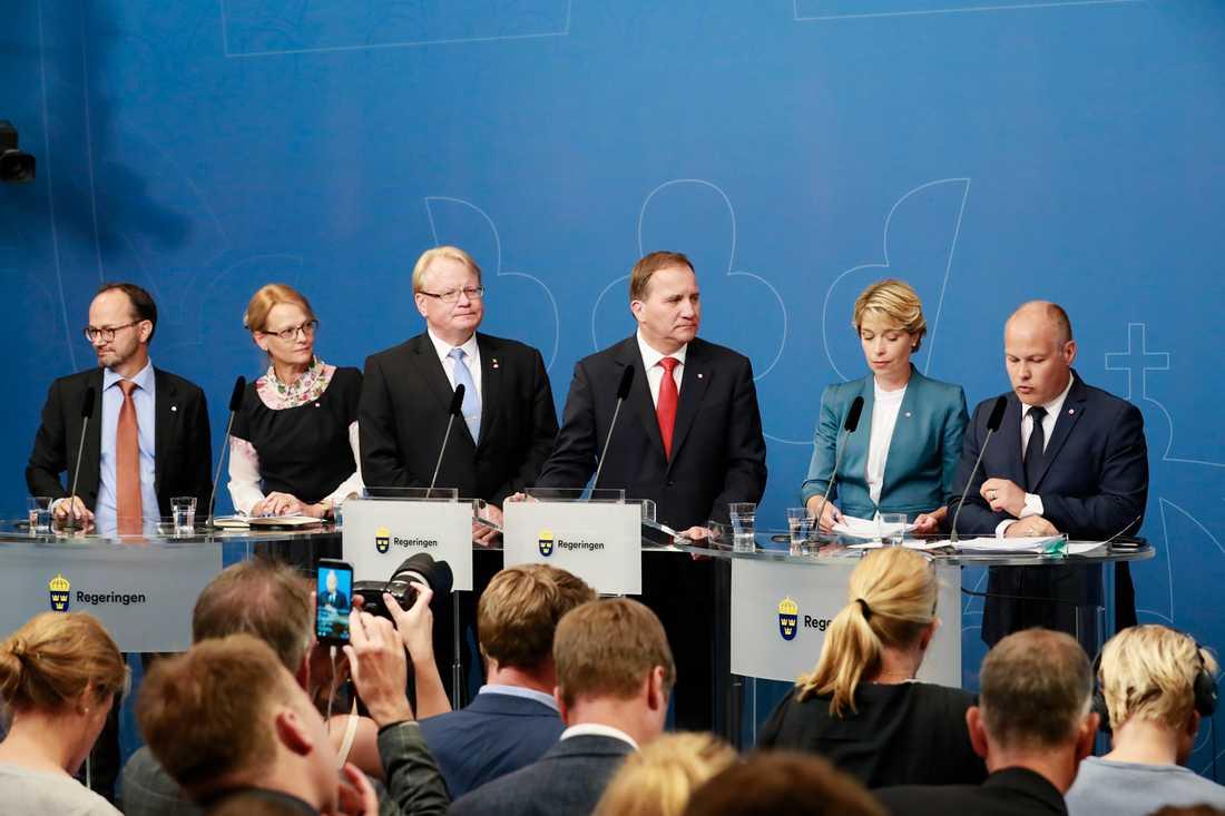 Stefan Löfven ombildar regeringen.