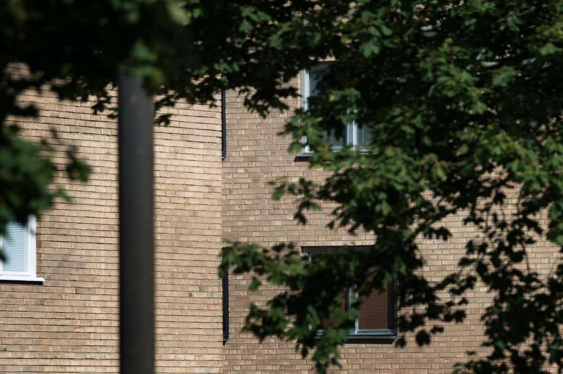 Aftonbladet har träffat Medhanies hustru som bor i en liten lägenhet i en medelstor stad. Hon uppger att hon inte sett sin man på flera år.