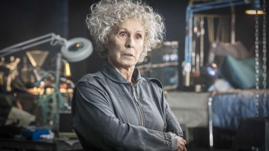 Eva Rydbergs karaktär professor Syregaard har fått mycket kritik av forskare.