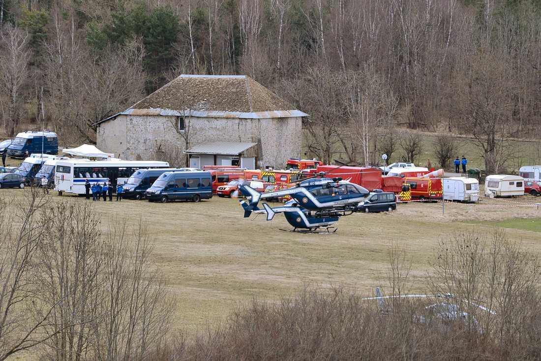 Uppsamlingsplatsen i närheten av platsen där flygplanet kraschade.