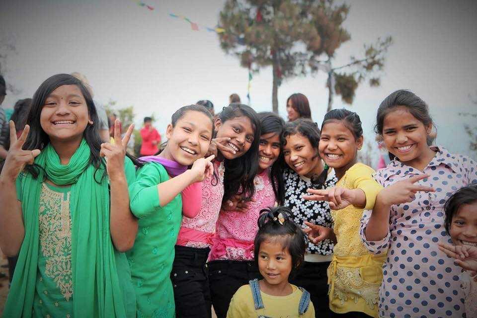 Några av de flickor som LoveNepal hjälpt till ett nytt liv. Organisationen driver sju barnhem i Katmandu, Nepal.