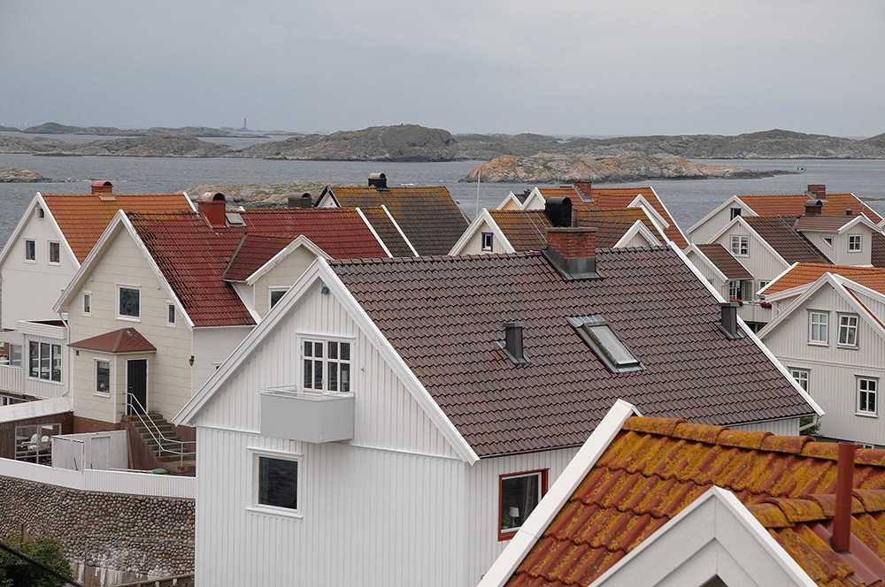 Små orosmoln har dykt upp på bostadsmarknaden då priserna börjat vika ner i allt fler län.