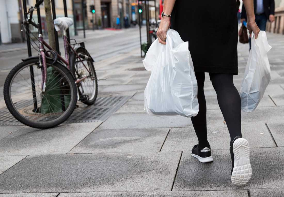 Den norska miljöavgiften på plastkassar är en förebild för den svenska plast- och kemiindustrin. Arkivbild.