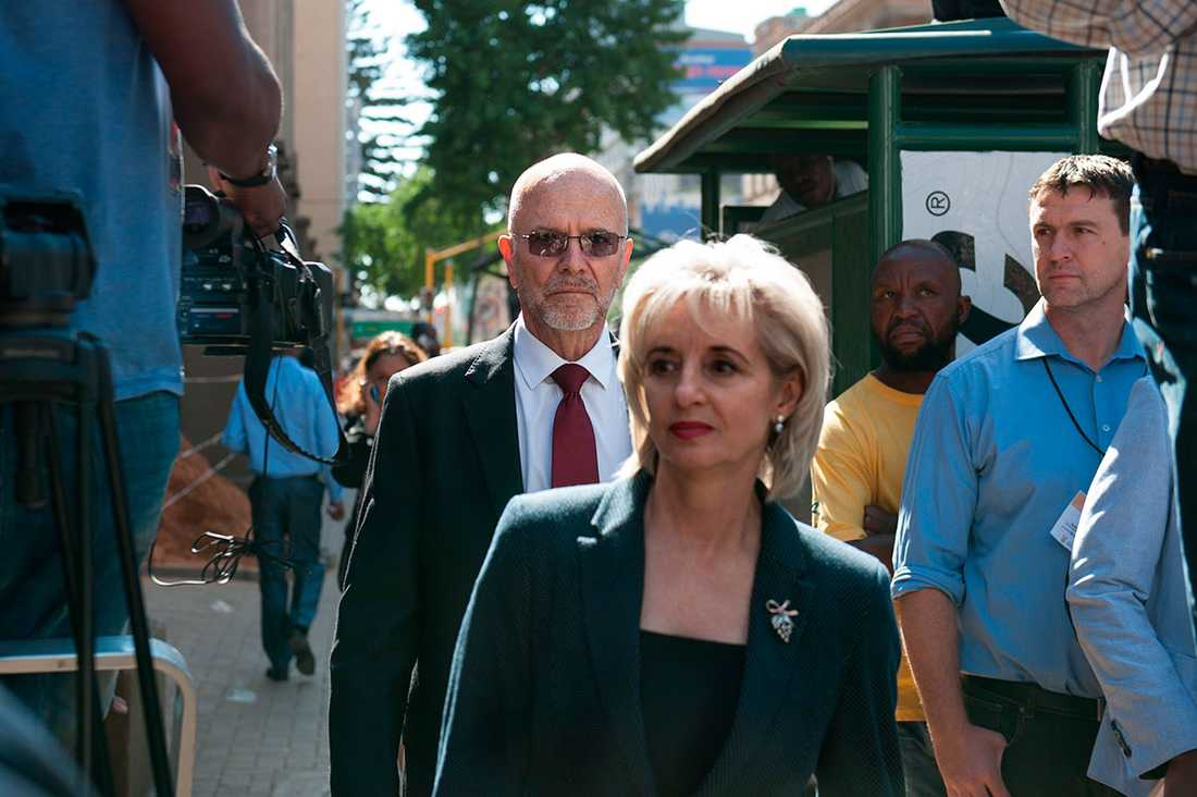 Oscar Pistorius farbror Arnold anländer till rätten.