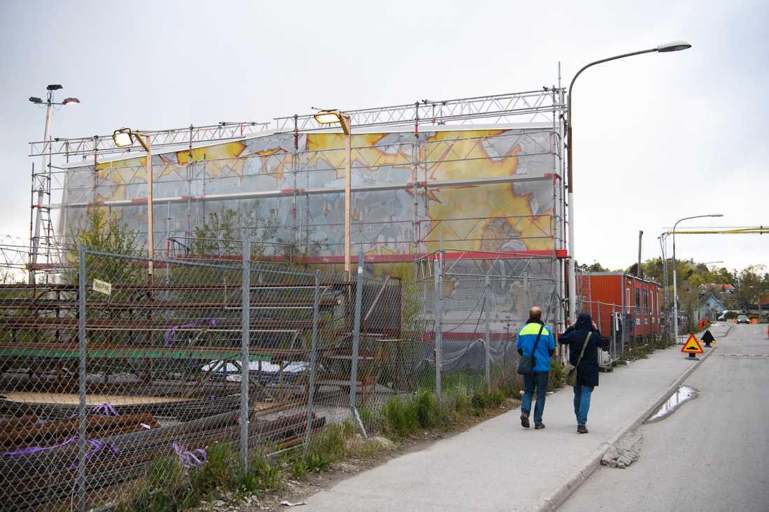"""""""Fascinate"""" målades 1989 och var då norra Europas största graffitimålning, den utfördes på en yttervägg till en industribyggnad med fastighetsägarens tillstånd. Hösten 2015 k-märktes verket, trots att resten av byggnaden revs. I april 2020 beslutade exploateringsnämnden i Stockholms stad att industriväggen ska rivas, på grund av rasrisk. Arkivbild."""
