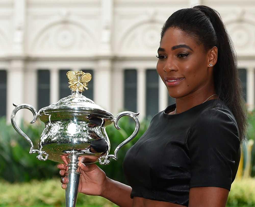 Serena Williams med Australian Open-bucklan.