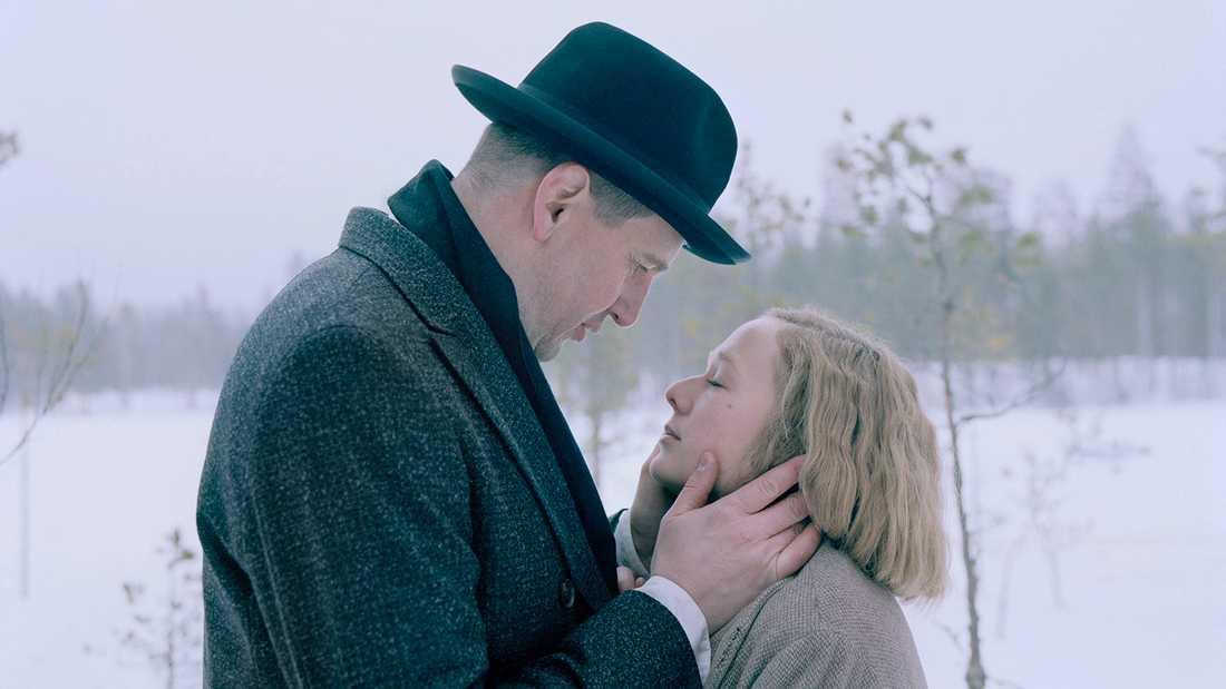 Henrik Rafaelsen spelarReinhold Blomberg som gjorde Astrid gravid som 18.åring.