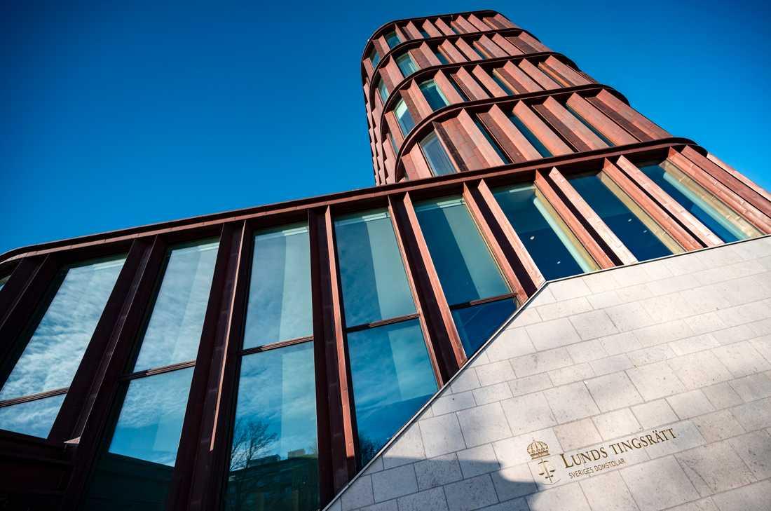 Fyra män åtalas vid Lunds tingsrätt för olika brott som beskrivs som en typ av understöd till kriminella gäng. Arkivbild.