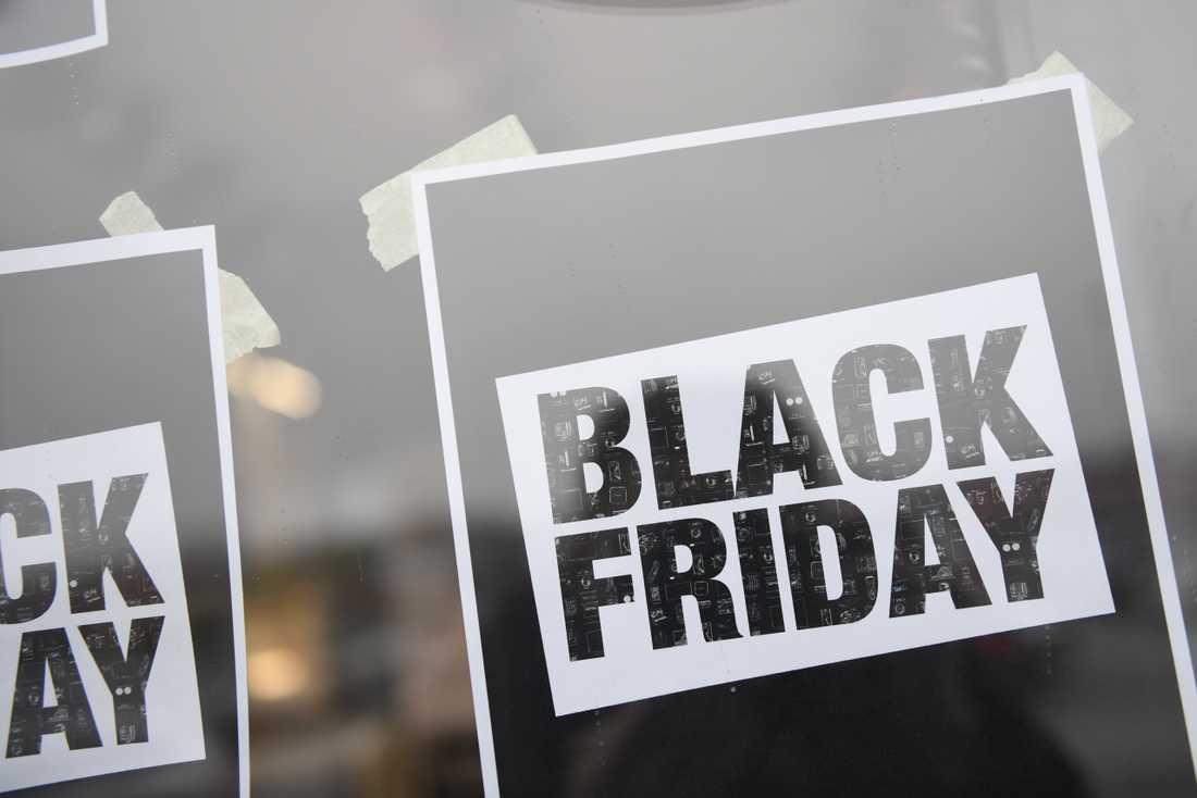 Många passar på att handla under Black Friday-rean. Men det gäller att se upp, annars riskerar man att bli lurad av vilseledande prissänkningar.
