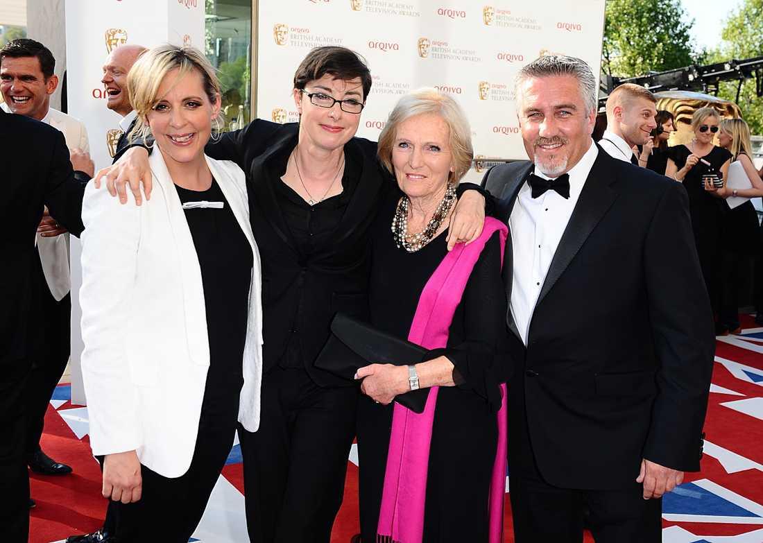 """Måns programledarkolelga Mel Giedroyc längst till vänster. Här med kollegor från """"Hela England bakar"""" som hon varit programledare för."""