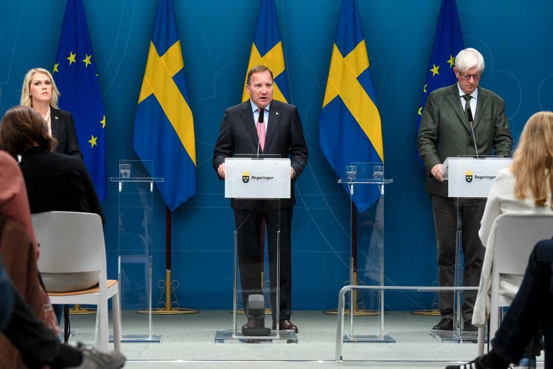 Socialminister Lena Hallengren (S), statsminister Stefan Löfven (S) och Johan Carlson, generaldirektör för Folkhälsomyndigheten, höll en presskonferens under torsdagen.