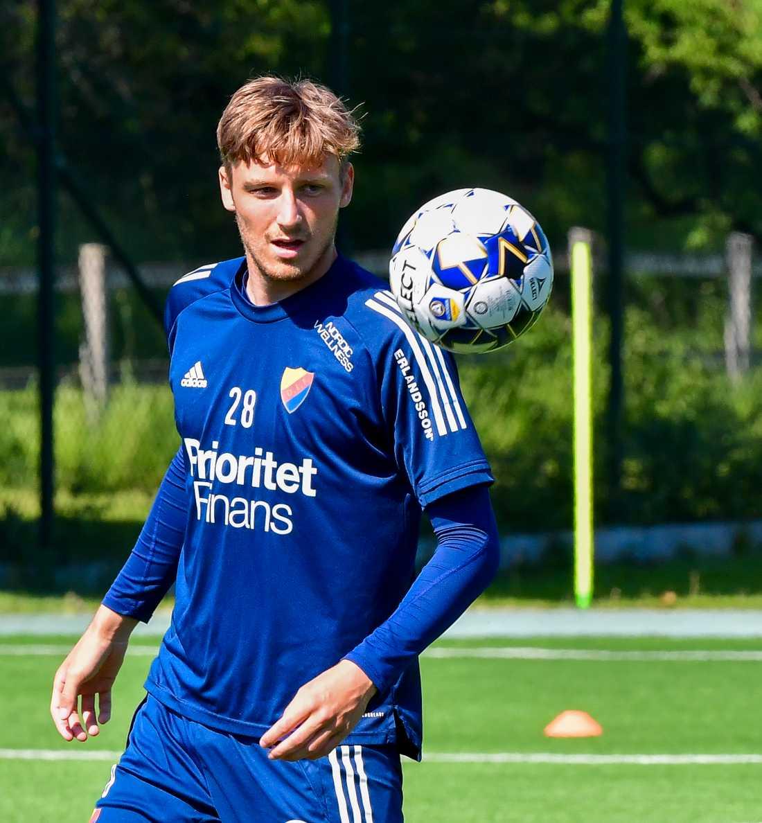 Alexander Abrahamsson under Djurgårdens träning på Kaknäs idrottsanläggning.
