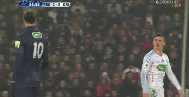 Joey Barton och Zlatan Ibrahimovic ryker ihop efter en nickduell.