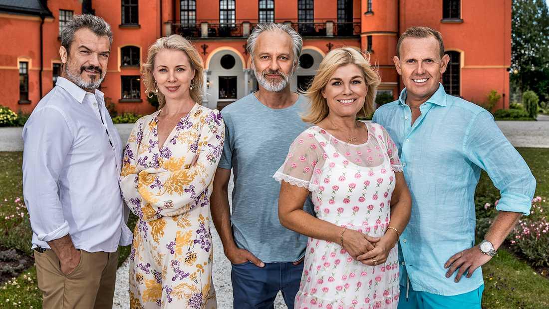 Stjärnorna på slottet 2019: Från vänster Dragomir Mrsic , Julia Dufvenius, Björn Kjellman, Pernilla Wahlgren och Måns Möller.