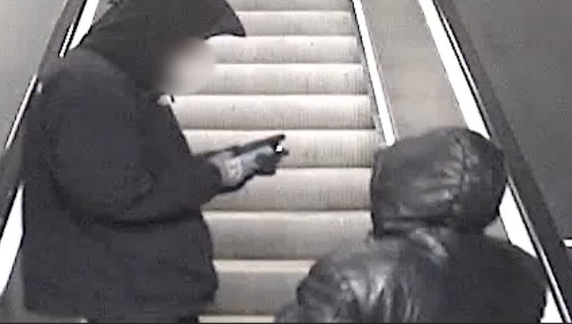 De misstänkta rånarna i tunnelbanan.