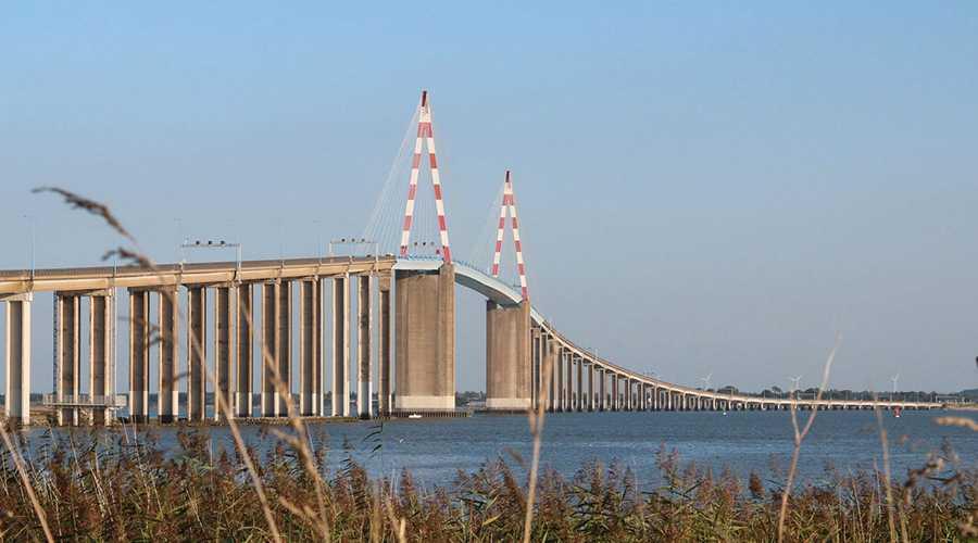 Bron över floden Loire i Saint-Nazaire pekas ut som ett av terrormålen.