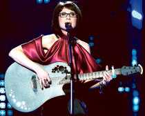 Skollärarinnan Marie Lindberg skrev sin låt själv – och gjorde succé i Melodifestivalen.
