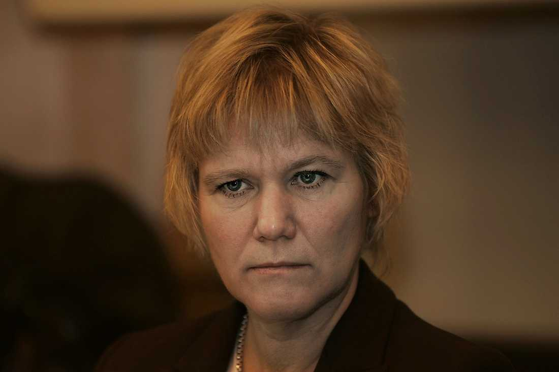 Skolinspektionens generaldirektör Ann-Marie Begler vill att myndighetens möjligheter att använda brottsregistret utreds.