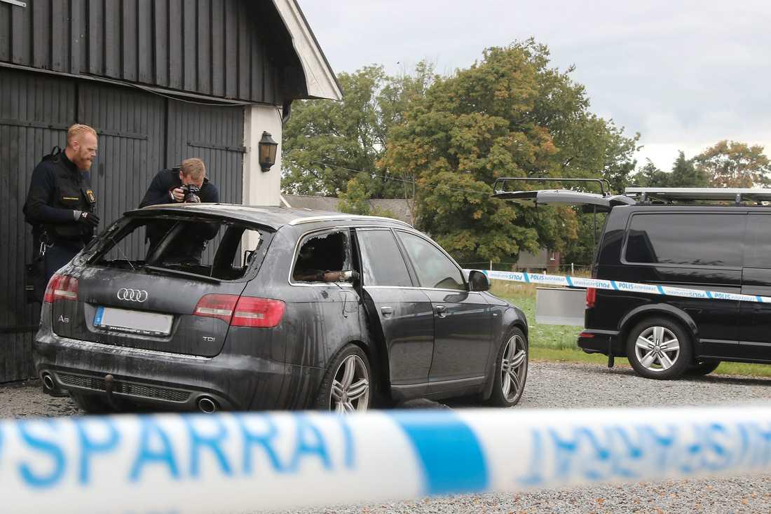 Pierre Esbjörnssons bil brandhärjades, men elden fick aldrig fäste i husväggen. Foto: Skånska Dagbladet