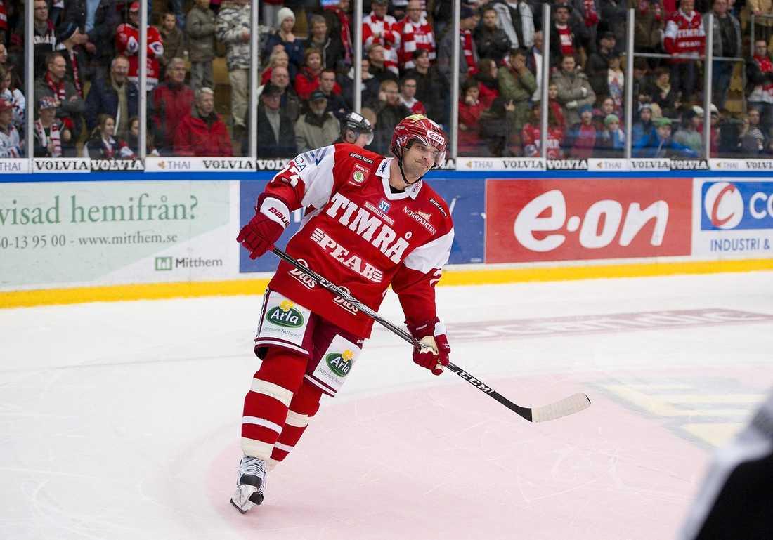 Fredrik Bremberg i all ära – men Timrå vill värva fler spelare.