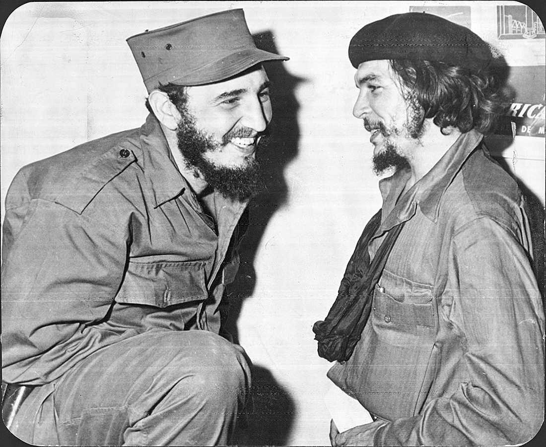 """Fidel Castro och vapenbrodern Ernesto """"Che"""" Guevara 1959."""