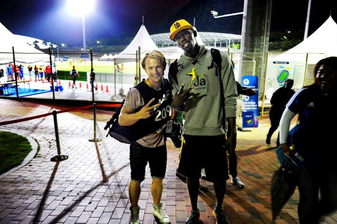 Sportbladets fotograf Jimmy Wixtröm tillsammans med Usain Bolt under VM i Daegu 2011.