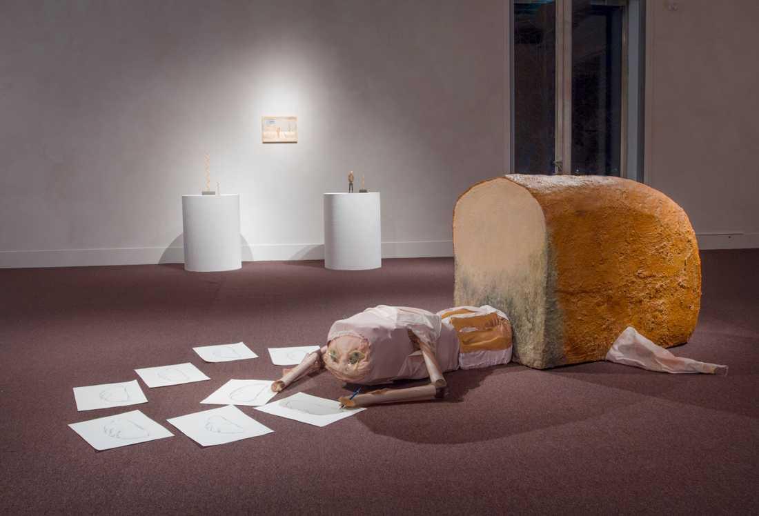 """Iris Smeds stora skulptur """"Verklighetens larv"""" (2020) är ett av verken som visas på Luleåbiennalen."""