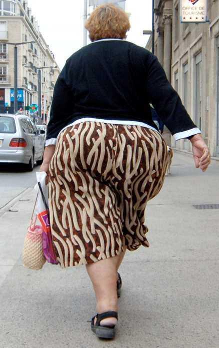 En miljard av jordens människor är överviktiga. Av dem lider 300 miljoner av fetma. Nu slår WHO larm.