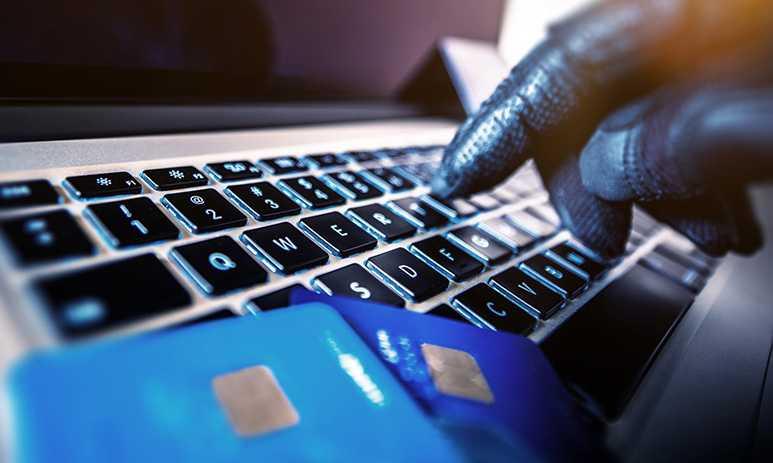 När du skriver en fråga på en myndighets eller ett företags Facebooksida riskerar du att bli kontaktad av en bedragare som vill komma åt ditt Bank-ID.