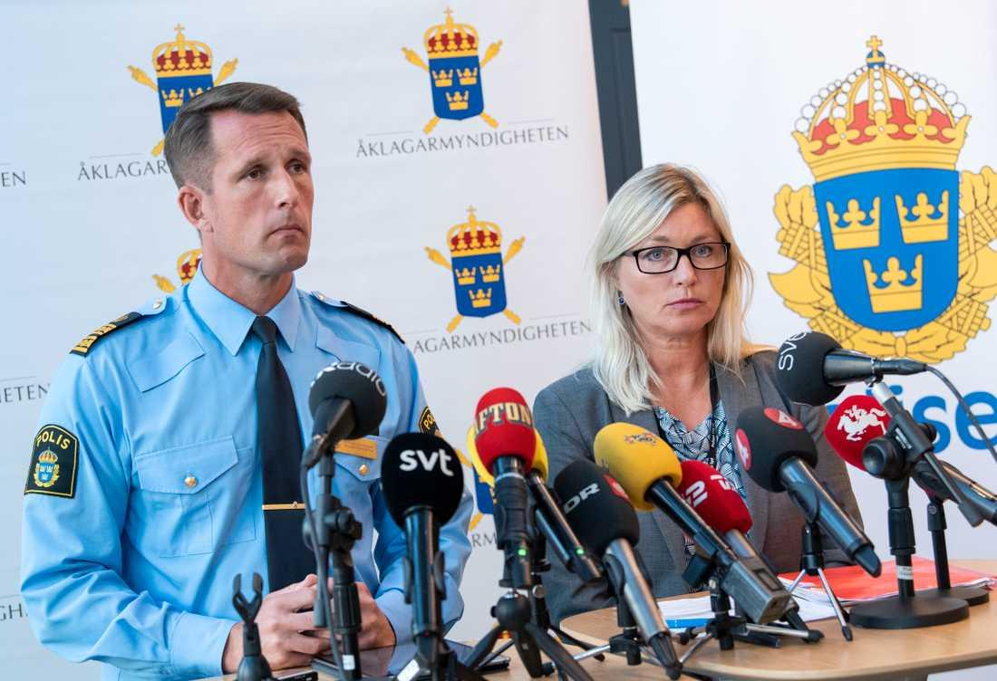 Mattias Sigfridsson, biträdande chef för Malmö polisområde, och vice chefsåklagare Anna Palmqvist under en pressträff om dödsskjutningen av den 31-åriga kvinnan.