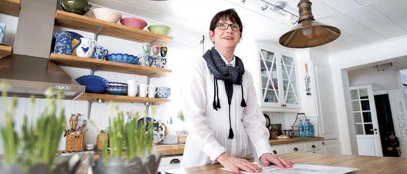 Gunilla Olofsson gillar vitt med en blandning av färgklickar och där ärvda ting och nyköpta saker får ta plats.
