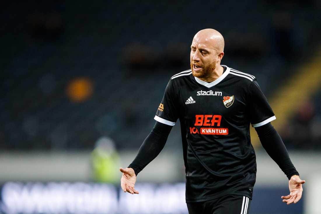 Kenny Pavey tackades av när hans Enskede förlorade mot AIK.