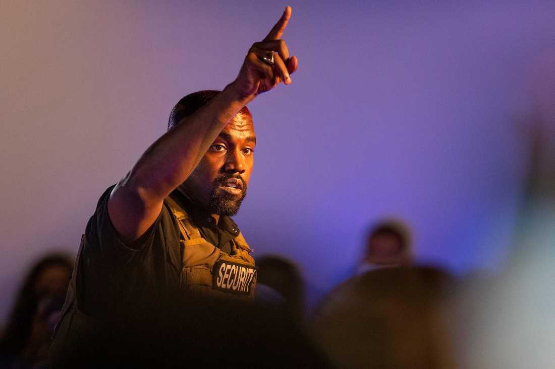Kanye West på valmöte för sin presidentkampanj i juli.