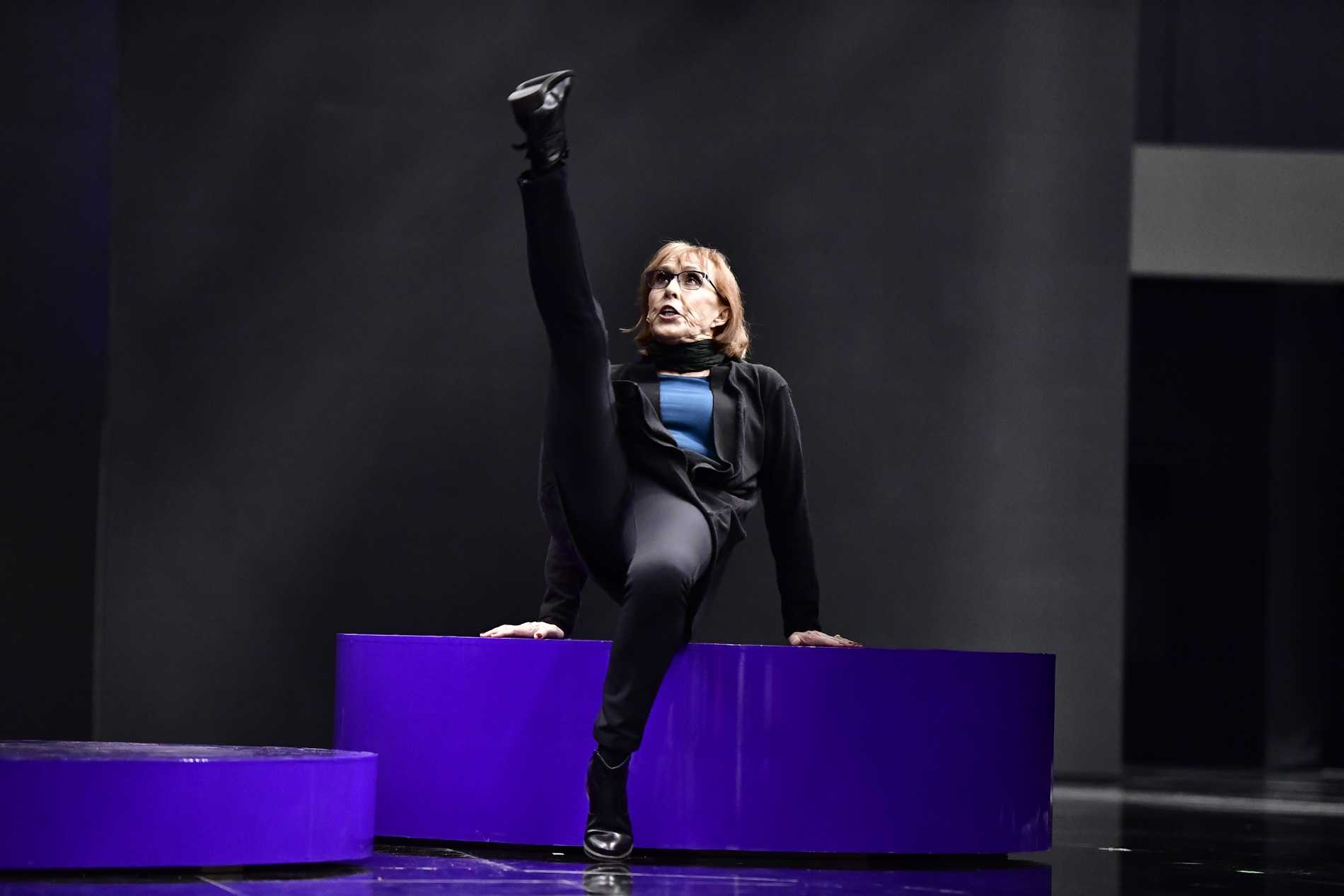 Ewa Rydberg under en första repetition på Melodifestivalens scen i Annexet