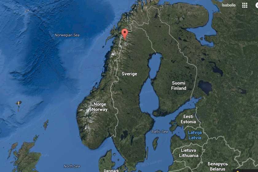 Vid sjön Akkajaures nordvästra del och den norska gränsen är fyndplatsen.