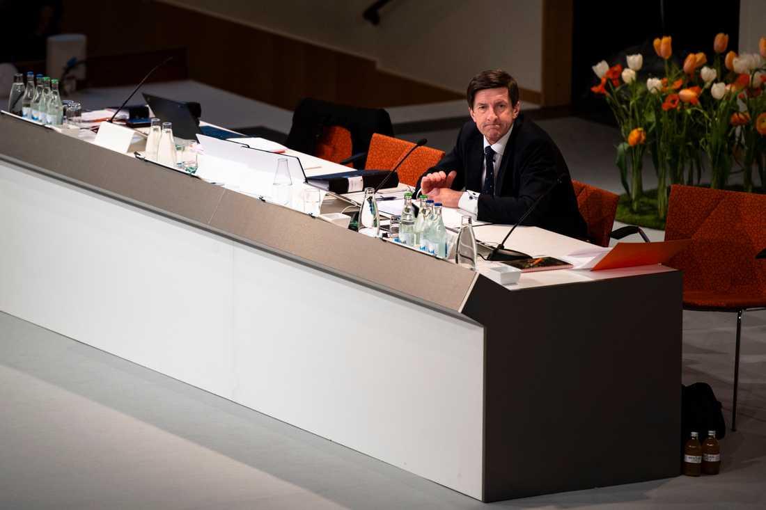 Swedbanks styrelseordförande Lars Idermark avgår med omedelbar verkan.