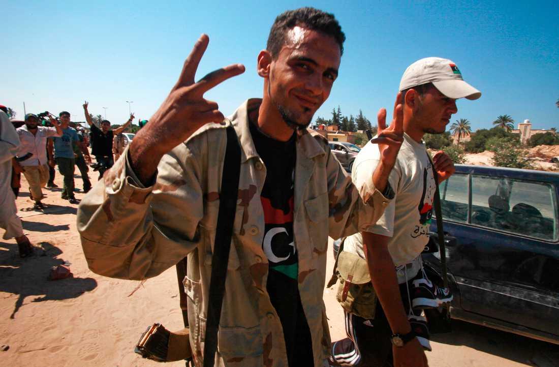Segervissa rebeller på väg mot Tripoli.