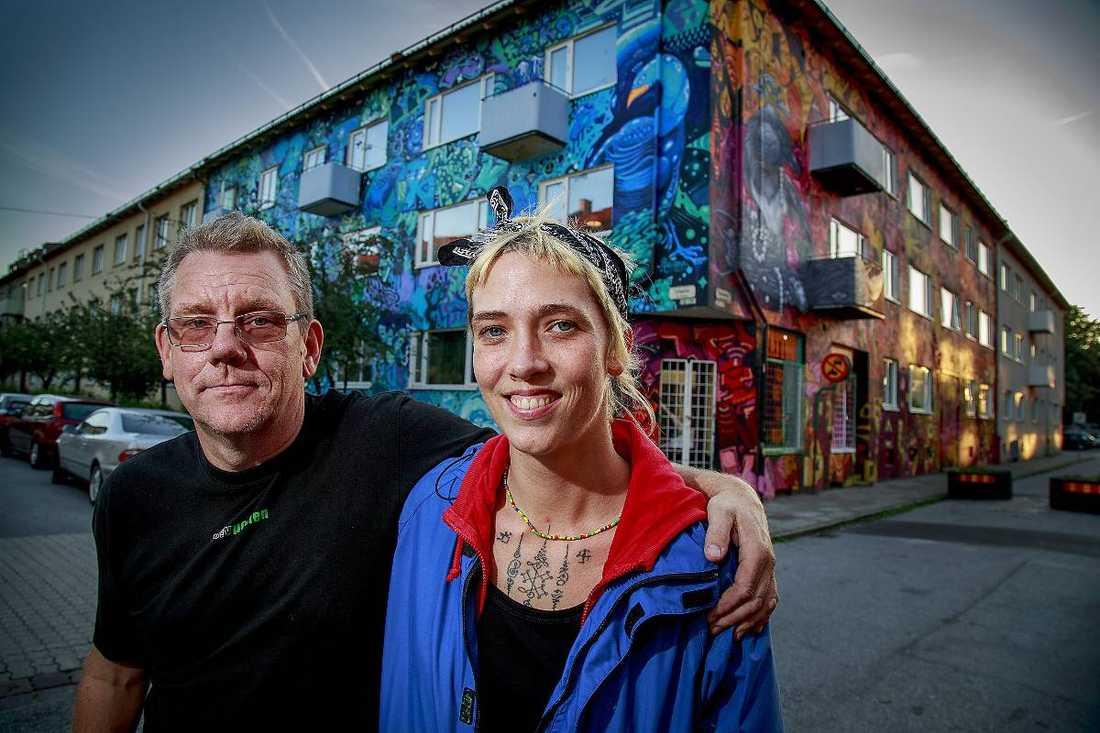 När Danielle Wendin flyttade in i lägenheten i Seved kände hon direkt att hon ville sätta färg på husen i stadsdelen. Fastighetsägaren Lars Andersson var inte sen att haka på.