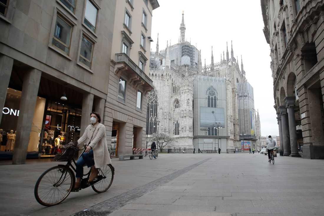 I Milano har gatorna varit nästan helt tomma sedan de nationella restriktionerna började gälla den 9 mars. Arkivbild.
