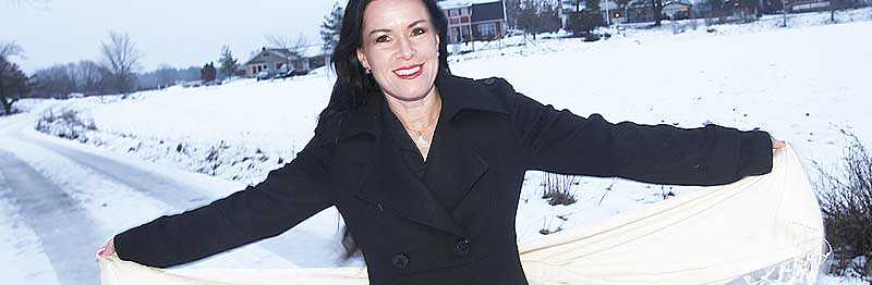 """FEM ÅR SENARE Åsa Waldau bor kvar i Knutby med sin man och deras barn. Församlingen har blivit försiktigare med nya medlemmar . """"Det har varit så många falska förespeglingar"""", berättar hon. Foto: Lasse Allard"""