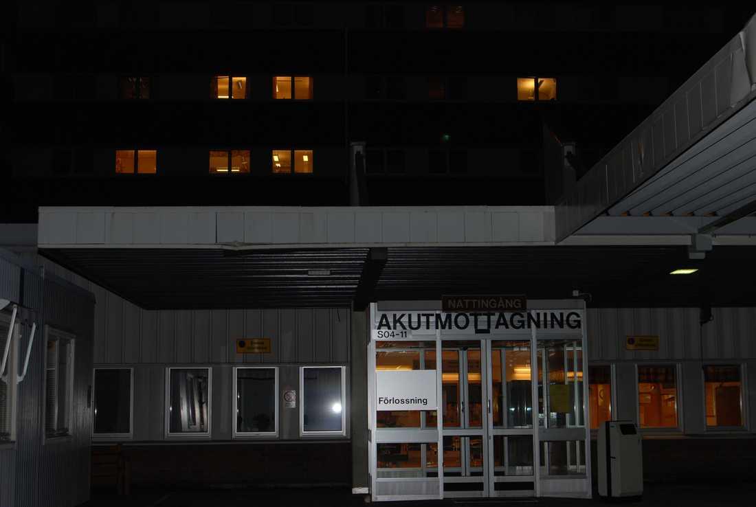 Fem personer i Sundsvall fördes till sjukhus efter att rökt den syntetiska drogen spice. Två personer ramlade ihop framför en fotograf från Sundsvalls Tidning.