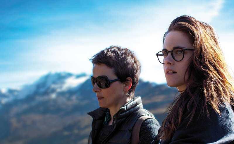 """närgången skildring Juliette Binoche och Kristen Stewart i """"Moln över Sils Maria"""".  Foto: triartmedia"""