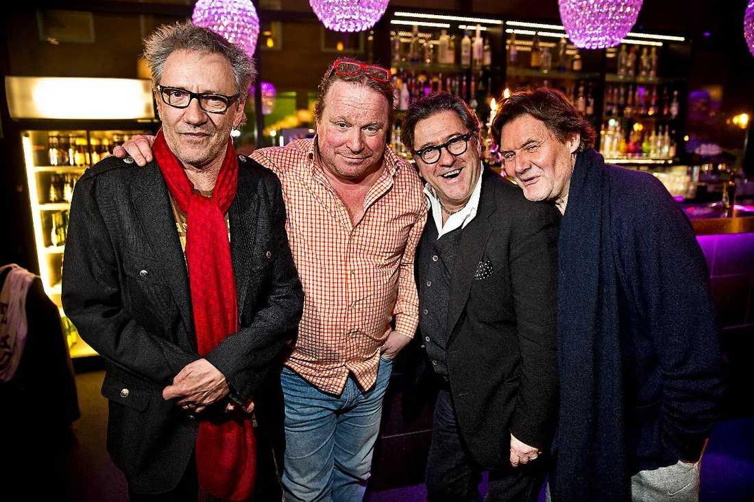 Efter att bidragen presenterats i höstas stod kvartetten dock namnlös och ett tag kallade de sig i stället för det lika pojkbands- som herdeklingande Black sheep boys.