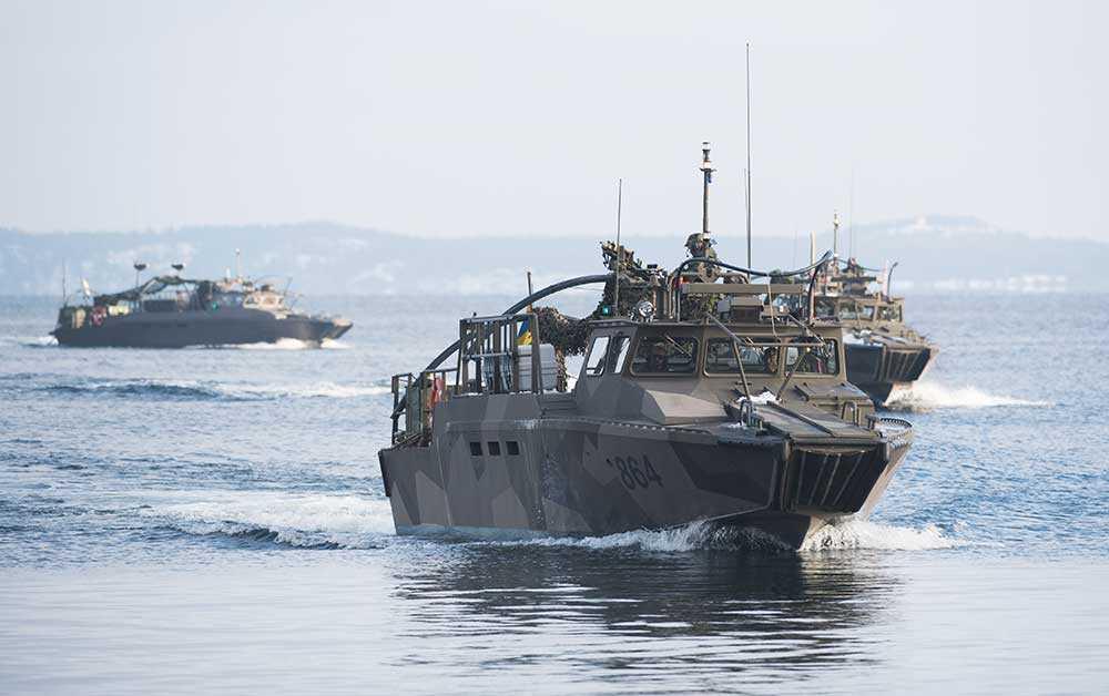 Soldater på stridsbåtar från 203:e Amfibieskyttekompaniet under årets Swenex-övning, här i Stockholms skärgård.